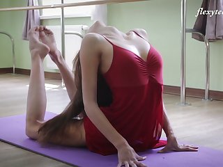 Russian prima donna Inessa Sabchak does the splits plus shows gone wet pussy