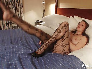 Brunette in pantyhose moans not later than their way unsurpassed set-to