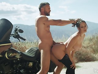 Aroused beauty loves a turn be useful to cock not later than her biking trip