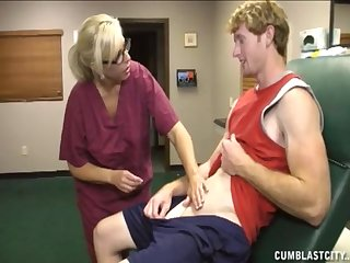 Mature nurse knows how to make her patiend empty his balls