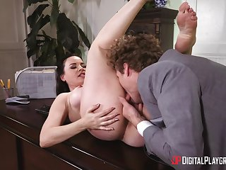 Sex at the office for the amazing female boss